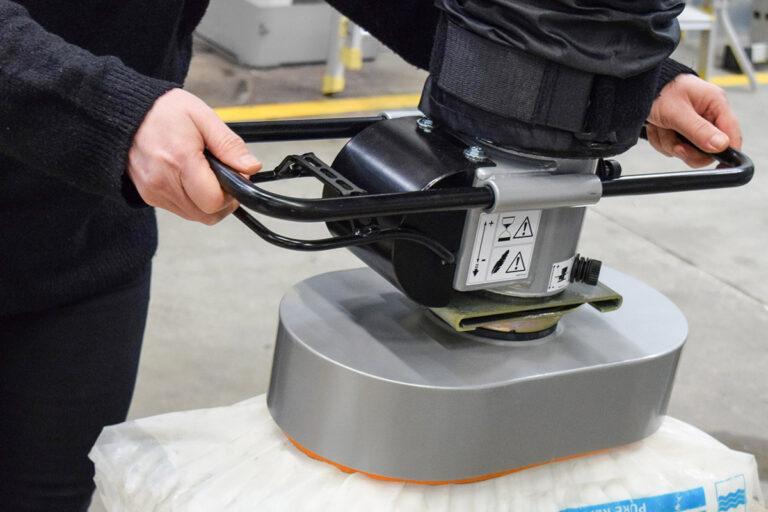 Säcklyft - vakuumlyft - vakuumlyftare säckhantering - Movomech Vacuhand Pro