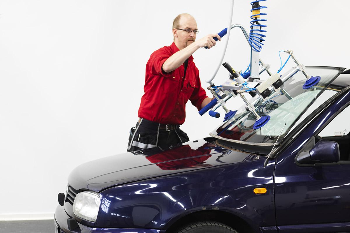 Ergonomisk bilglasmontering AGR - koncept från Movomech